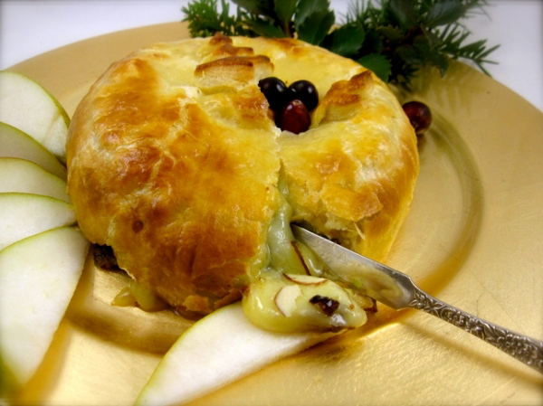 Cranberry-Stuffed Brie en Croute